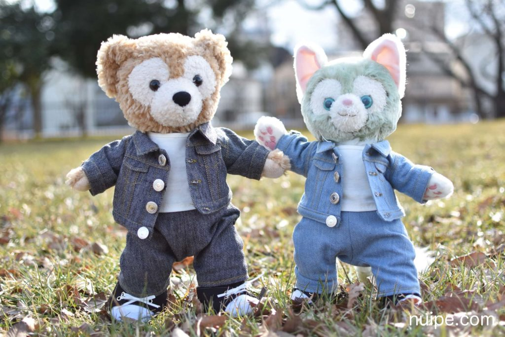 デニムジャケットを着たダッフィーとジェラトーニ