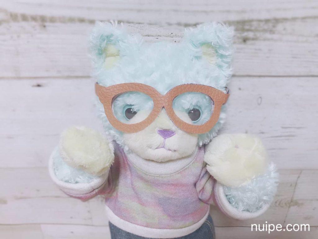 メガネをかけているリラ