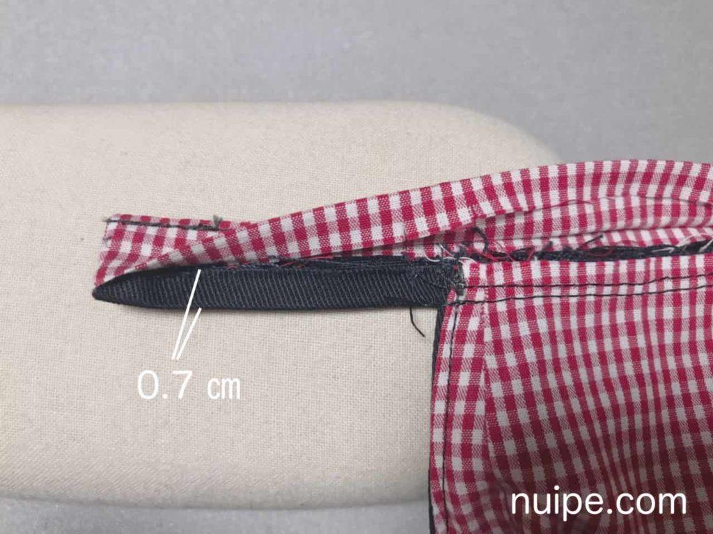 縫い代を腰側に倒す