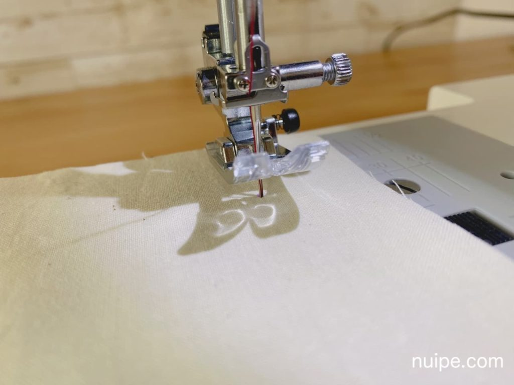 縫い始めに針をさす