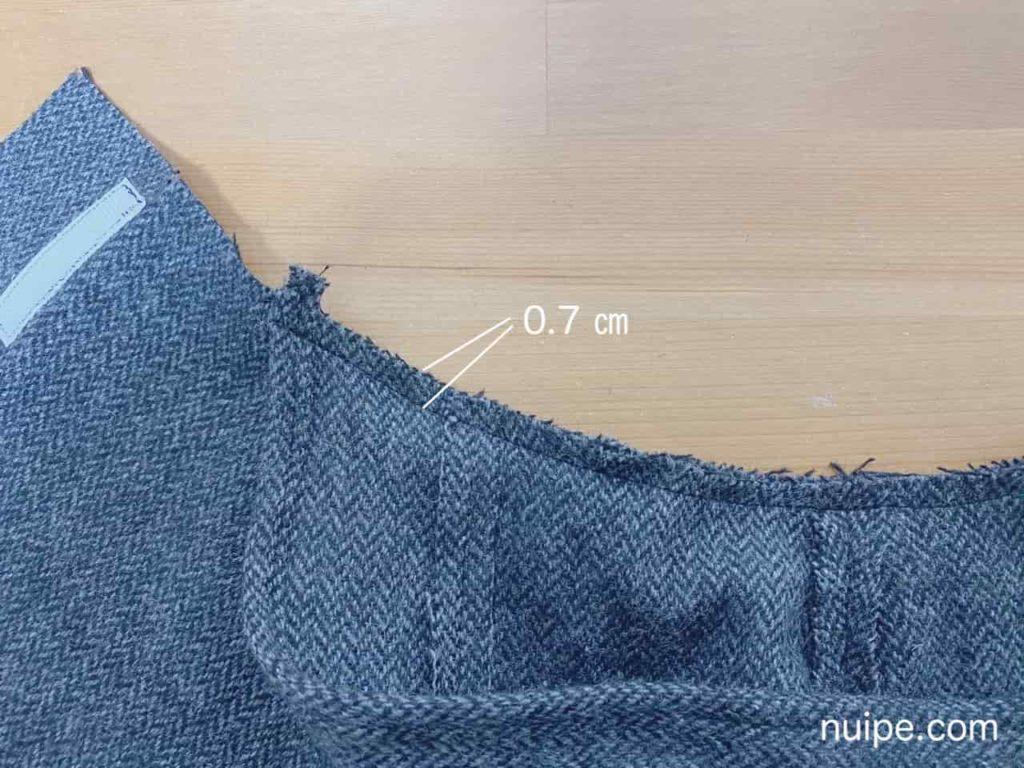 フードを身頃に縫う