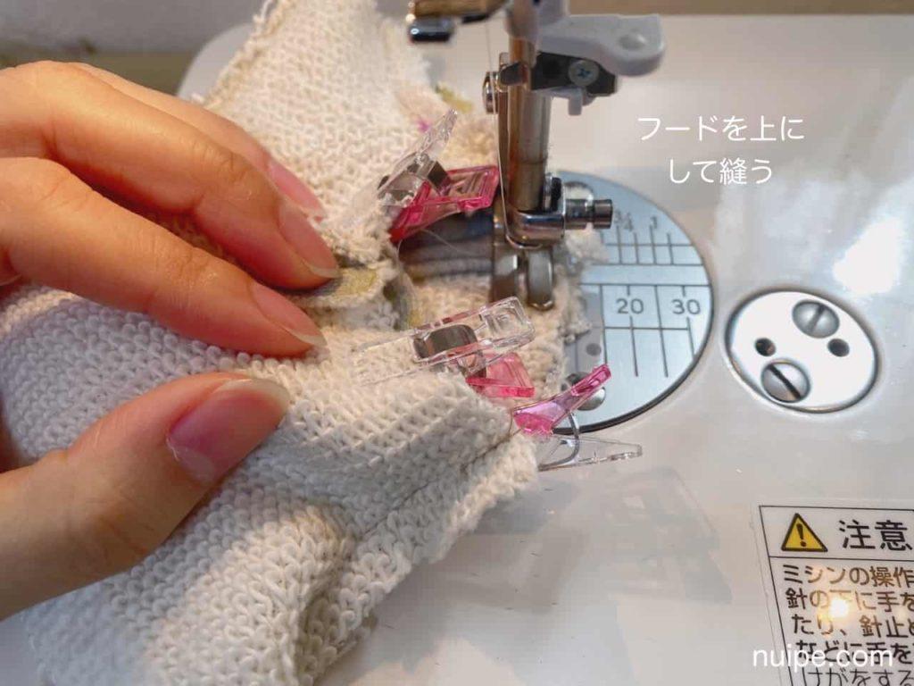 身頃とフードを縫う