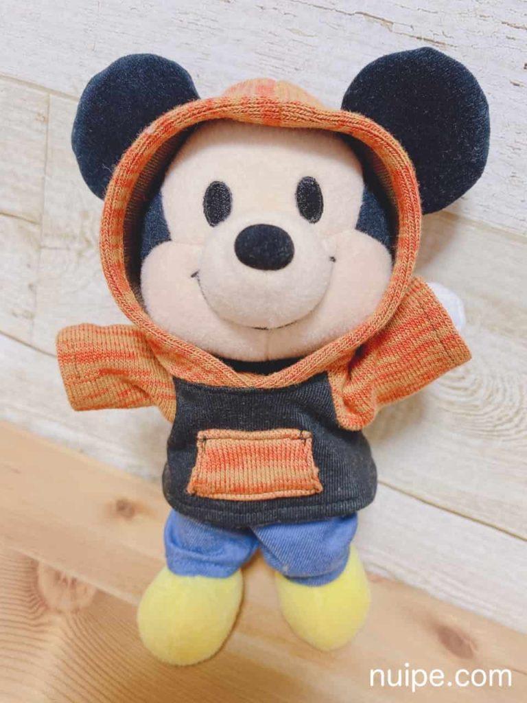 靴下パーカーを着たミッキー