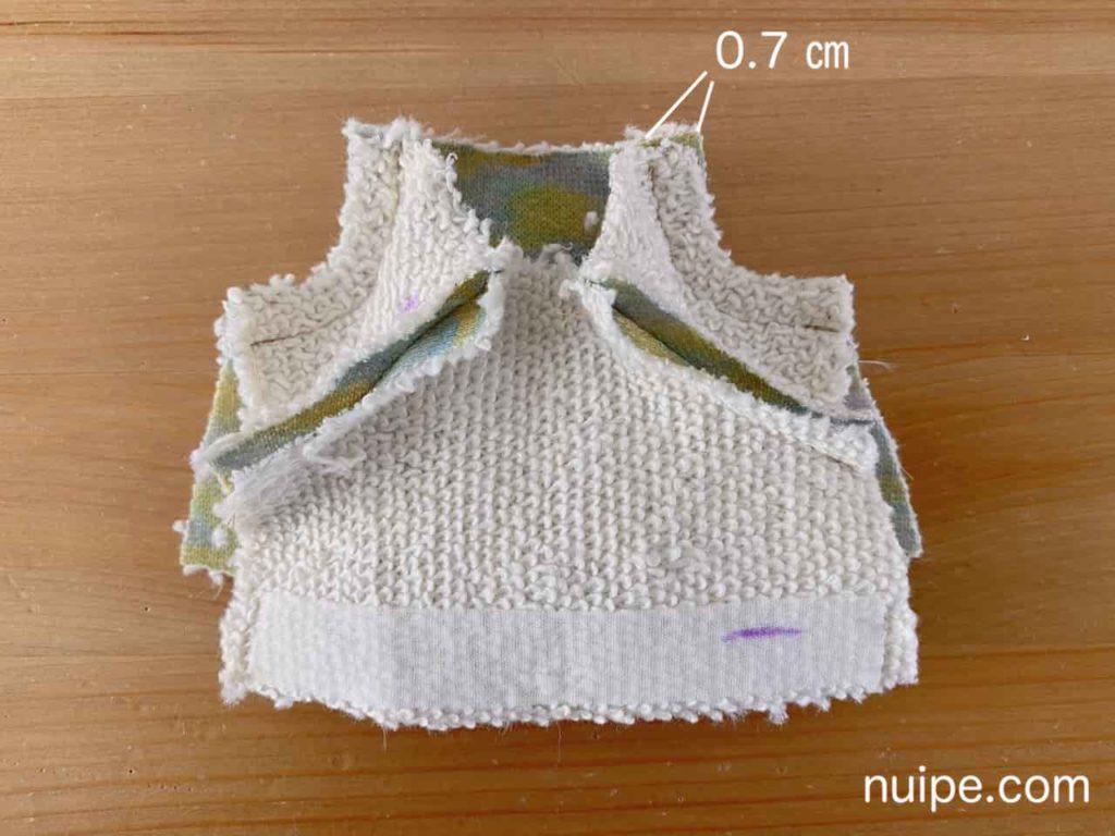 後身頃と袖を縫う