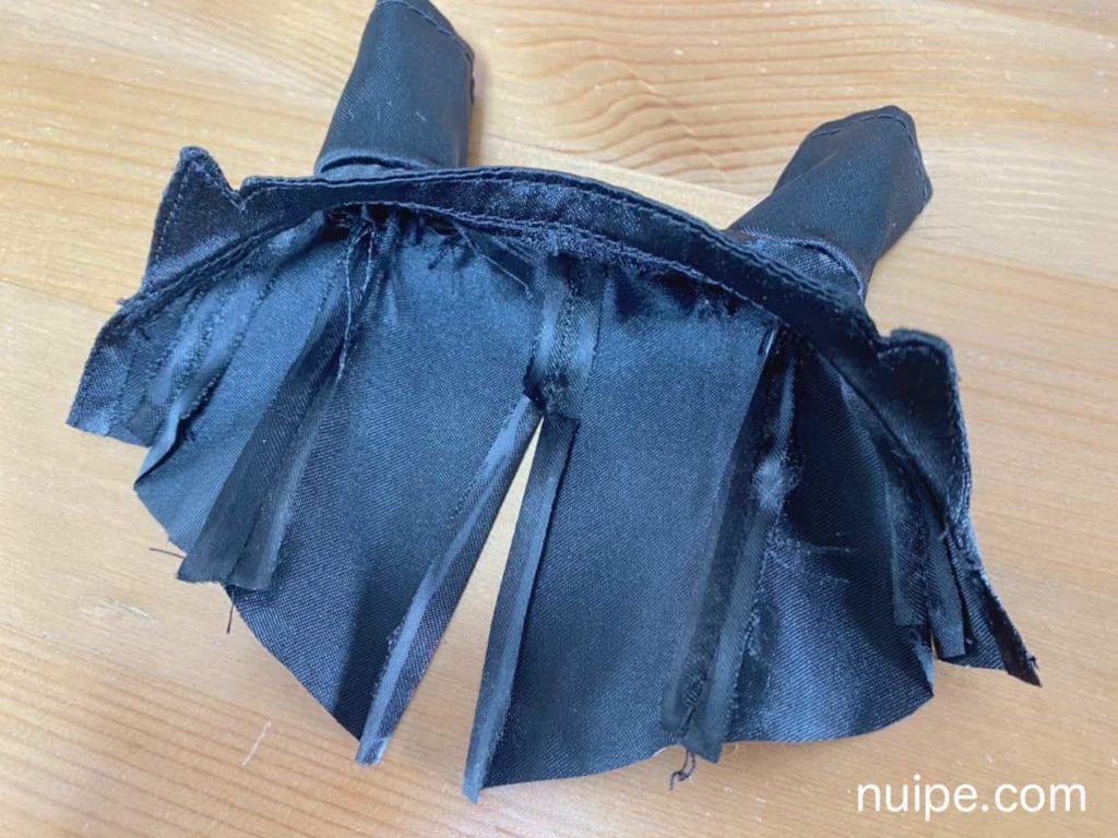 袖とわきを縫った状態の燕尾服