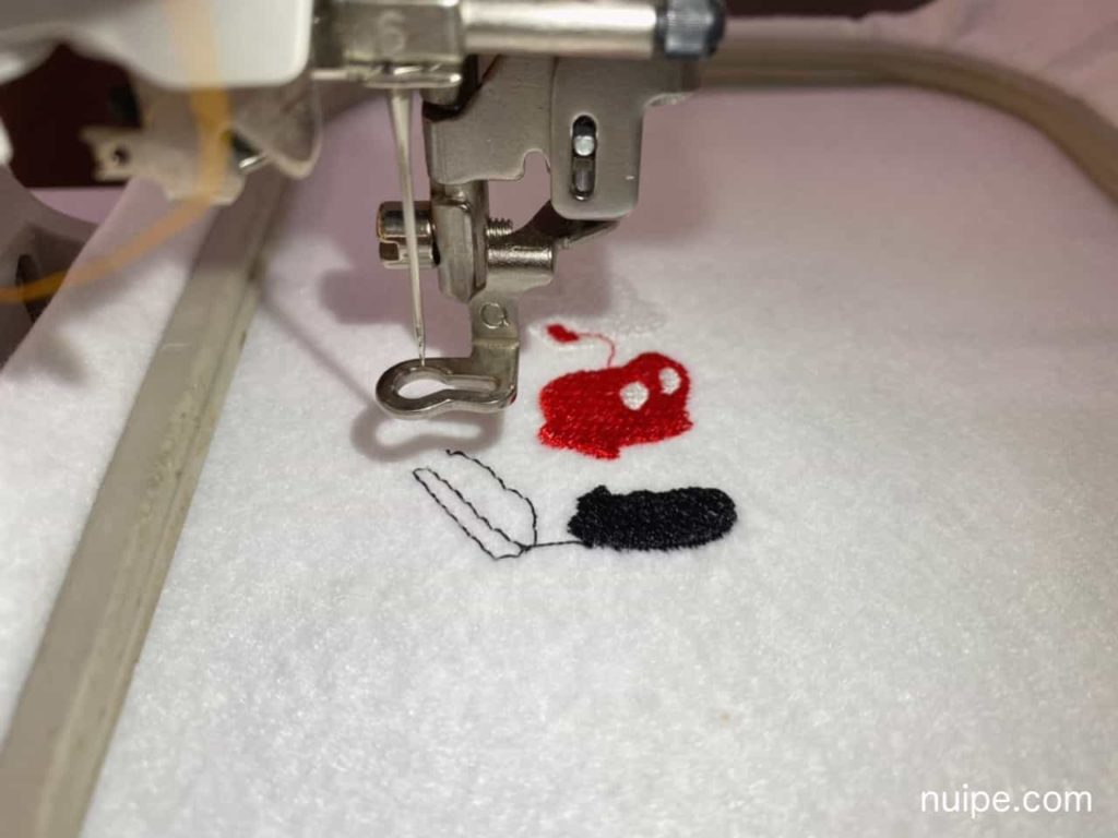 ミッキーの刺繍途中
