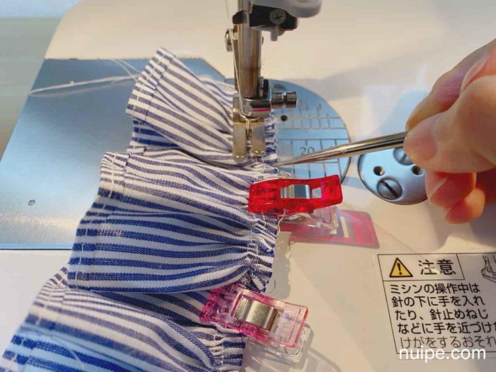 見頃とスカートを縫う