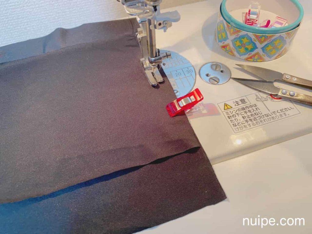 マスクの表と裏布を縫う