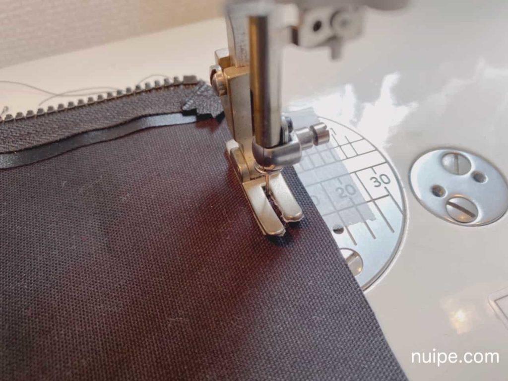 外表でわきを縫う