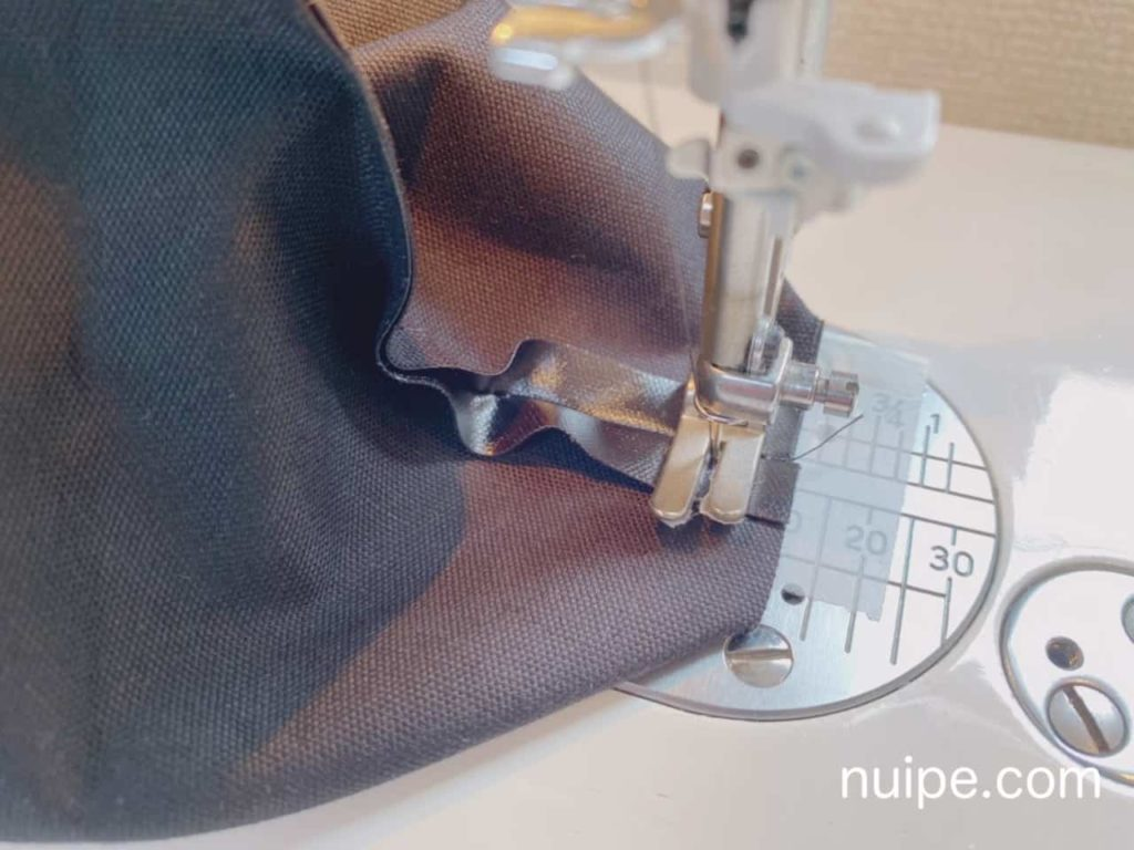 ポーチのまちを縫う