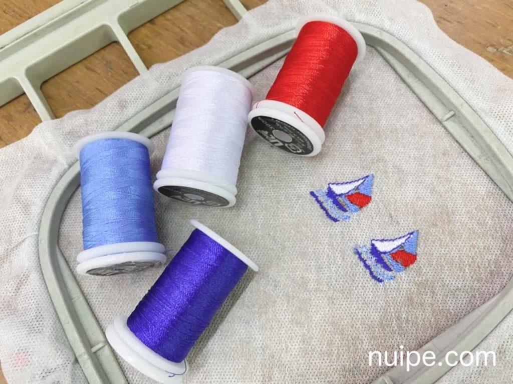 完成した刺繍と糸