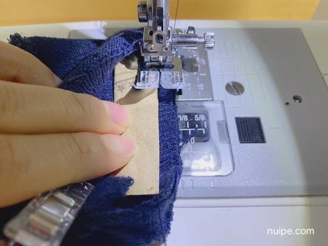 ヤスリを添えて縫う