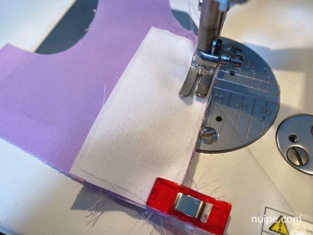 切り替え布を縫う