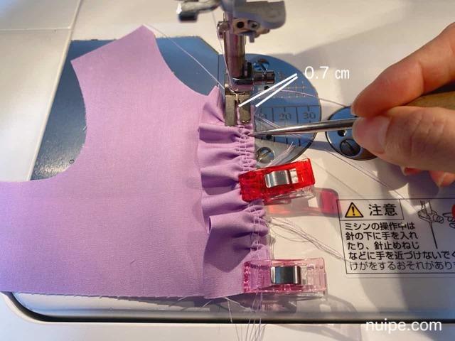 フリルと見頃を縫う