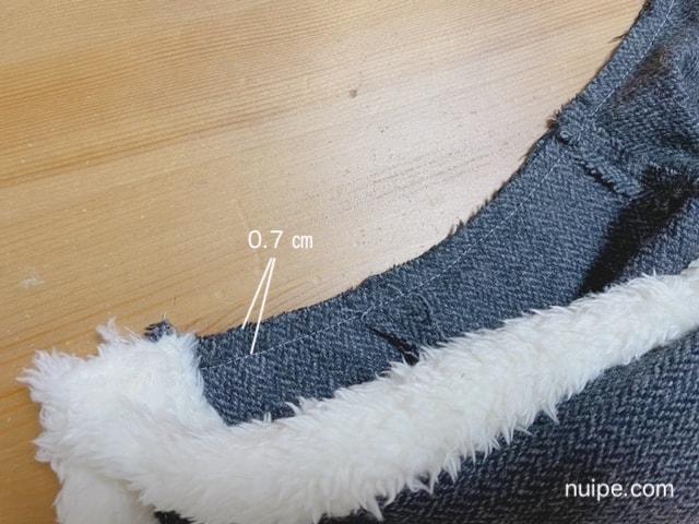 フードと見頃を縫う